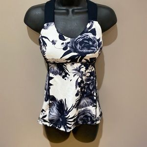 LuluLemon Woman's Cross Back Tank Top Size small